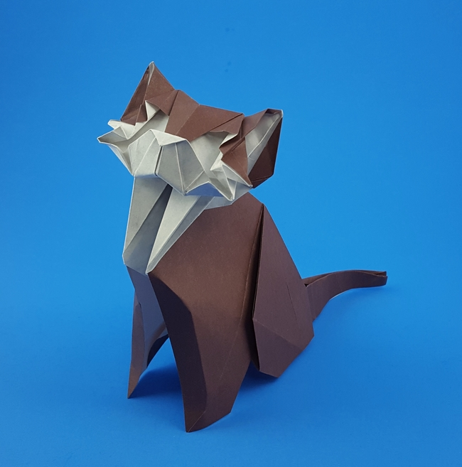 Origami Cat by Yoo Tae Yong Folded from a square of Fadeless Earth's Treasures Art Paper by Gilad Aharoni on giladorigami.com
