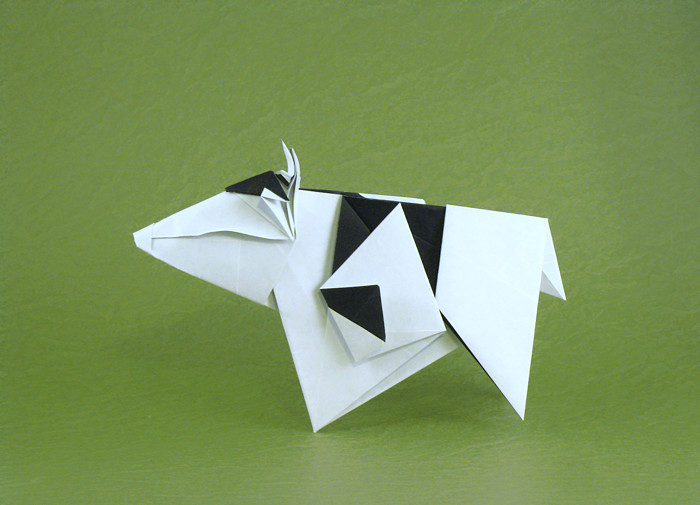 Origami Cow by Gen Hagiwara Folded from a square of origami paper by Gilad Aharoni on giladorigami.com
