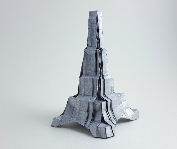 Origami Eiffel tower by Robin Glynn folded by Gilad Aharoni