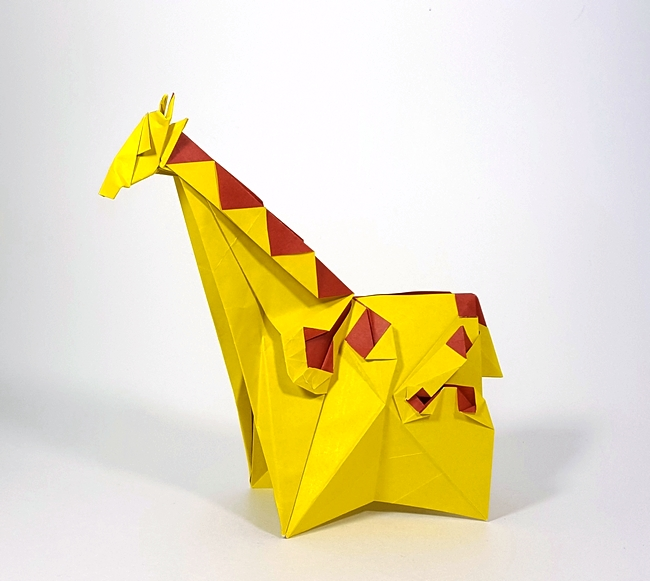 Origami Giraffe by Yoo Tae Yong Folded from a square of duo origami paper by Gilad Aharoni on giladorigami.com