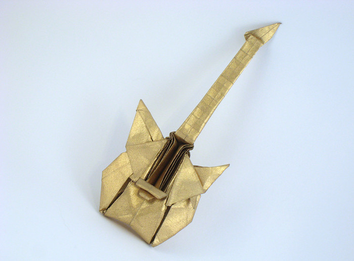 Origami Electronic guitar by Jeong Hong-Geun folded by Gilad Aharoni