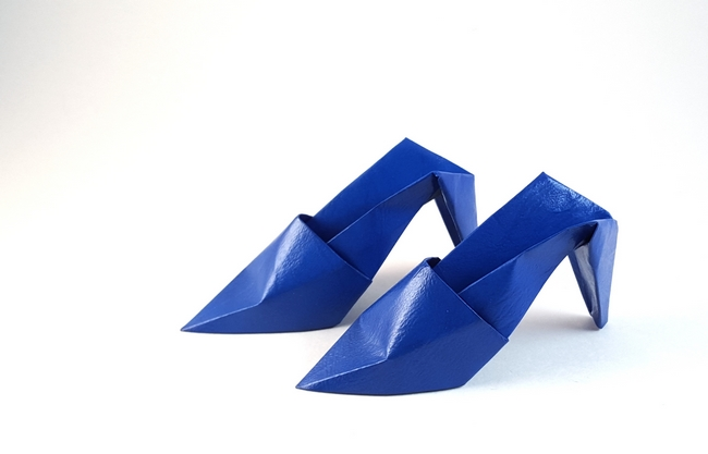 Origami High heels by Makoto Yamaguchi Folded from a rectangle of leather-grained duo paper by Gilad Aharoni on giladorigami.com