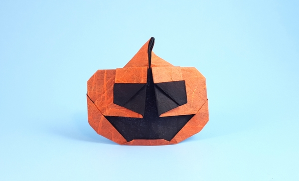 Origami Jack-O-Lantern by Yamada Katsuhisa Folded from a square of double-sided Unryu paper by Gilad Aharoni on giladorigami.com