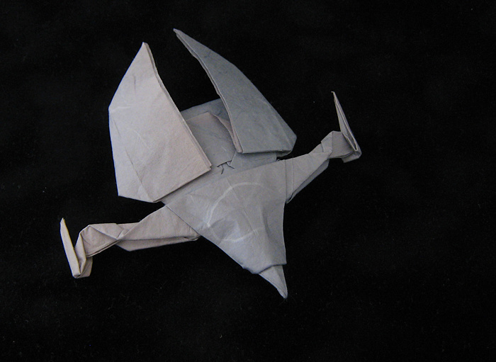 Origami Jem'Hadar attack ship by Andrew Pang Wet-folded from a rectangle of mulberry paper by Gilad Aharoni on www.giladorigami.com