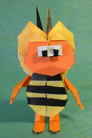 Origami Maya the Bee by Carlos Gonzalez Santamaria (Halle) folded by Gilad Aharoni