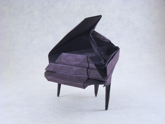 Origami Piano by Patricia Crawford folded by Gilad Aharoni on giladorigami.com