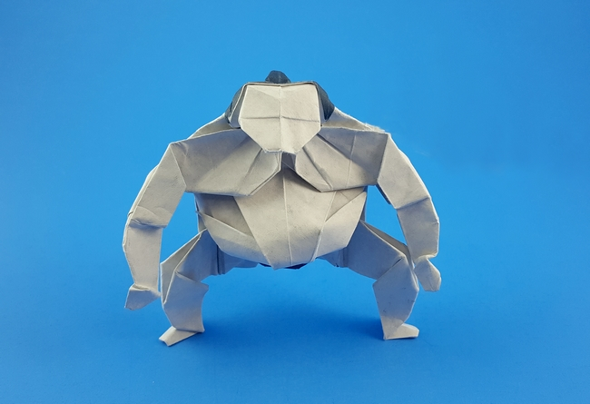 Origami Sumo by Yoo Tae Yong Folded from a square of Fadeless Earth's Treasures Art Paper by Gilad Aharoni on giladorigami.com