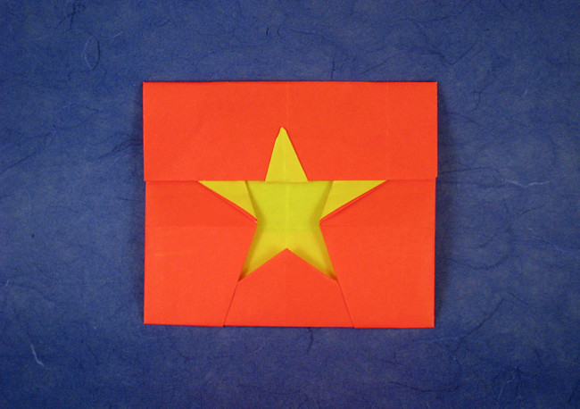 Origami Flag of Vietnam by Nguyen xuan Tung folded by Gilad Aharoni