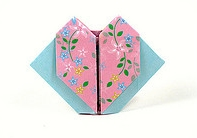 Origami Pouch with flower petals by Kawate Ayako on giladorigami.com