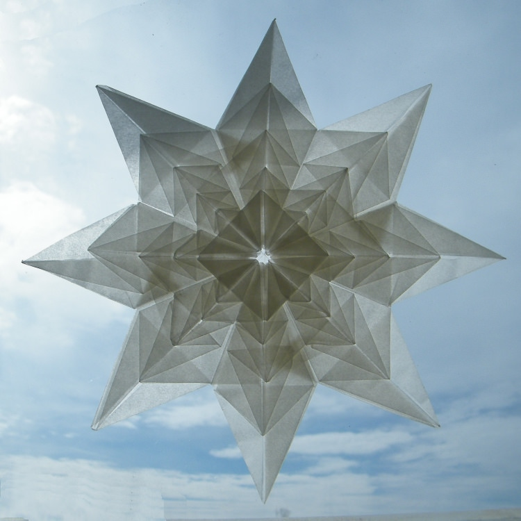 Origami Fractal flower by Roman Diaz on giladorigami.com